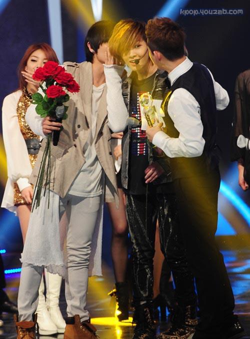 มิตรภาพอันอบอุ่นระหว่างอีจุนMBLAQและอนยูSHINee