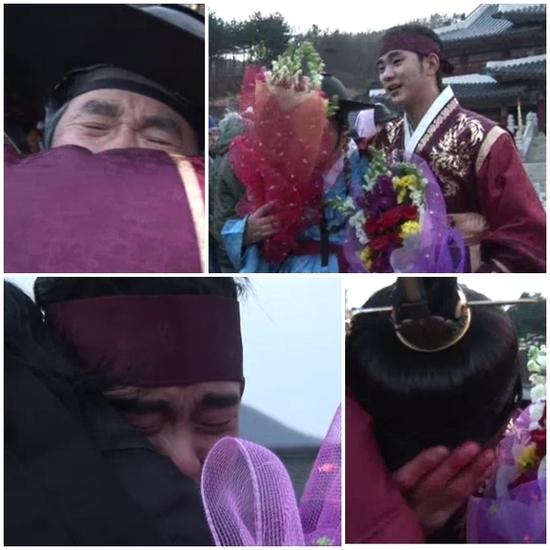 คิมซูฮยอนและเพื่อนนักแสดงThe Moon that Embraces the Sun กอดคอกันร้องไห้ในวันปิดกล้อง