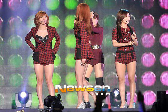 SECRET พบกับความผิดพลาดทางเทคนิคขณะแสดงบนเวที K-Pop World Festival 2012