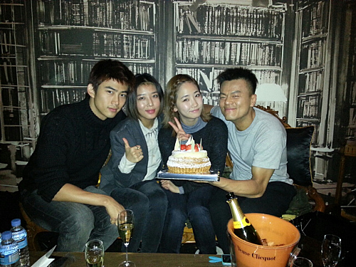 JYP ฉลองวันเกิดของเขากับเด็กๆในสังกัด JYP Entertainment