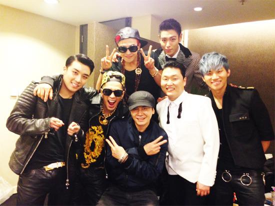 BIGBANG และ Psy ถ่ายภาพร่วมกันอย่างอบอุ่นกับ CEO-YG ยางฮยอนซอก