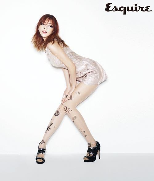 """กูฮาราจาก KARA อวดลุคเซ็กซี่ของเธอในนิตยสาร """"Esquire"""""""