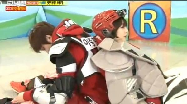 จงฮยอน CNBLUE แสดงความเป็นสุภาพบุรุษดูแลซอลลี่ f(x) เป็นอย่างดีในรายการ Running Man
