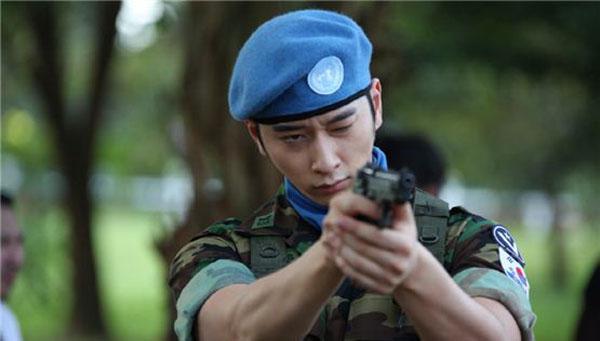 ชานซอง 2PM เผยว่าเขาได้รับบาดเจ็บที่มือขณะถ่ายทำละคร My Girlfriend is an Agent
