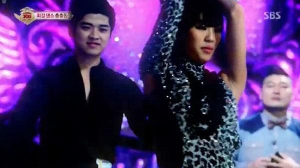 """ฮโยริน SISTAR โชว์การเต้นสุดเซ็กซี่เพลง """"Ma Boy"""" แบบบอลรูมในรายการ 'Star King'"""