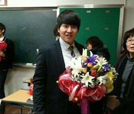 Goo Jisoo-Dangerius Boy-Graduate