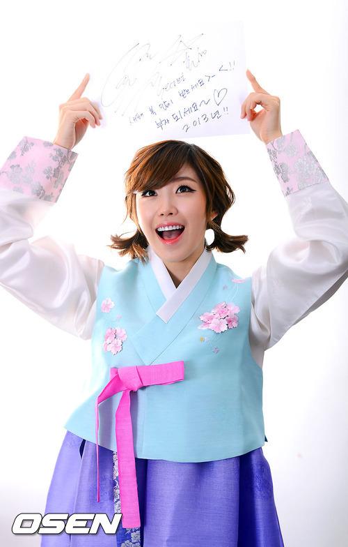 ฮโยซอง SECRET ทักทายแฟนในชุดฮันบกพร้อมกับเผยแผนของเธอสำหรับปีใหม่นี้