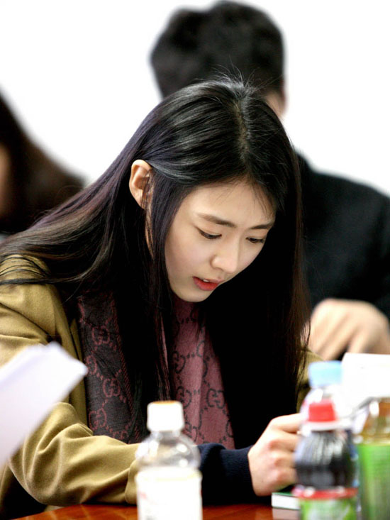 SM โต้คำวิจารณ์ของชาวเน็ตต่อมารยาทของนักแสดงสาวอียอนฮีขณะอ่านบทละคร!!