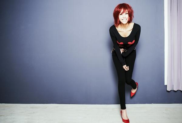 """G.NA กลับมาอีกครั้งกับเพลง """"Oops"""" กับลุคสาวผมสั้นสีแดงสุดเปรี้ยว"""