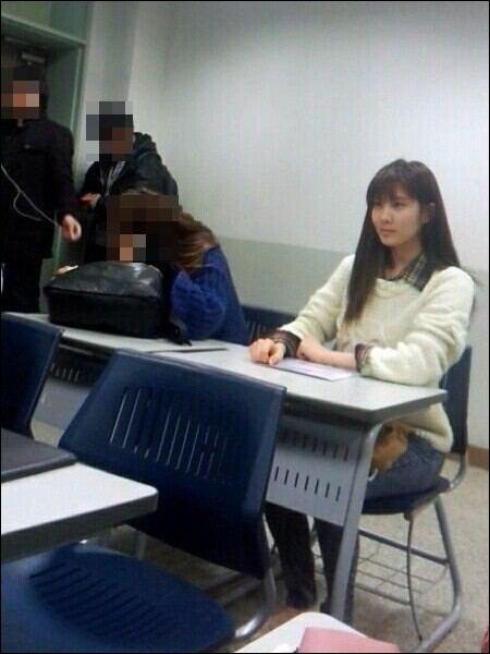 ซอฮยอน SNSD ถูกพบขณะเข้าชั้นเรียนที่มหาวิทยาลัย