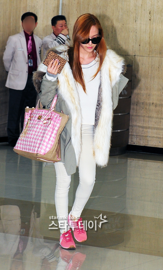 SNSD-Jessica-airport-fashion-March-6-1