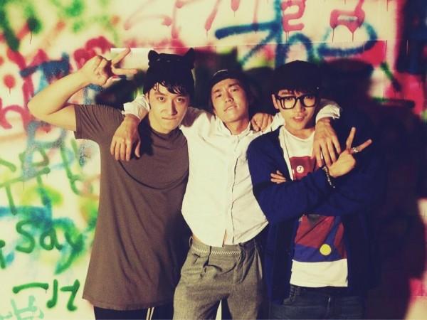 ครอบครัว JYP Entertainment และแฟนๆร่วมฉลองวันเกิดให้กับอูยอง 2PM