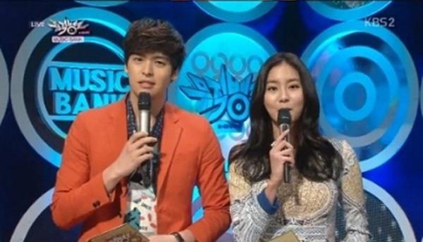 อีจางอูกล่าวขอโทษและขอบคุณยูอีในฐานะ MC ในรายการ Music Bank