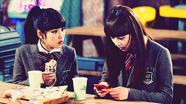 ซูจีเผยว่าเธอและไอยูมักจะพุดคุยเกี่ยวกับการแสดงอยู่บ่อยๆ