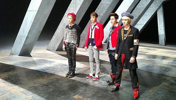 "[Live]130427 SHINee โชว์เพลง ""Why So Serious?"" ในรายการ Music Core"