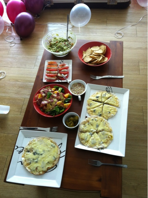 เยอึนเตรียมอาหารไว้ให้สำหรับวันเกิดของซอนมี
