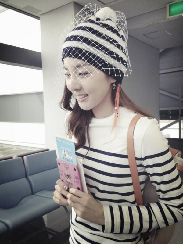 ซานดาราปาร์คจาก 2NE1 โชว์แฟชั่นสนามบินสุดเก๋ไก๋ของเธอ