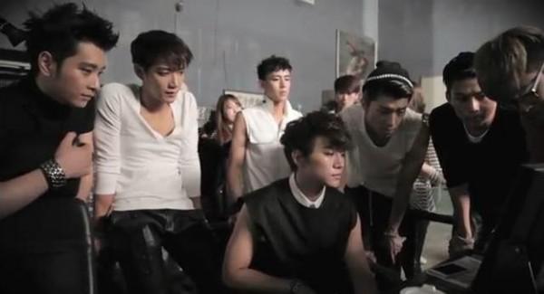 "2PM เผยเบื้องหลังการถ่ายทำ MV ""All Day I Think of You"""