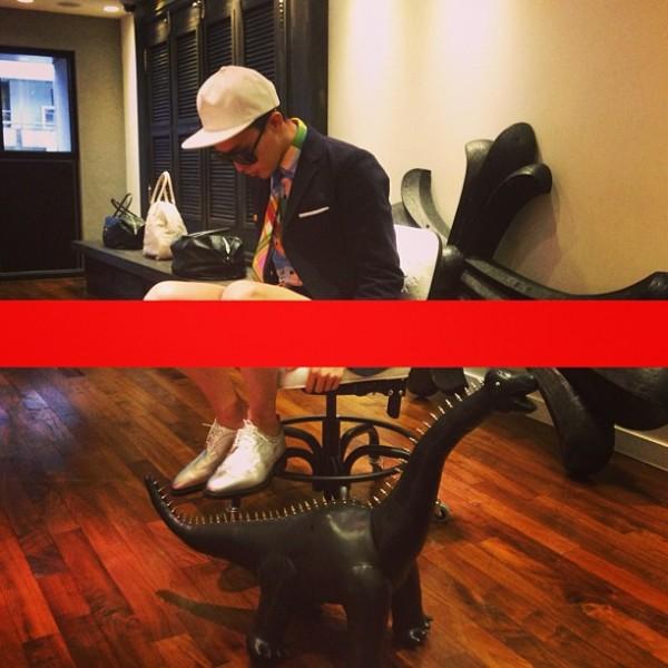 G-Dragon เซ็นเซอร์ภาพด้วยตัวเองเนื่องจากเขาไม่ได้ใส่กางเกง?