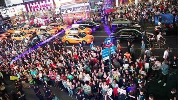 B.A.P ปรากฏตัวที่ Times Square ในนิวยอร์คต่อหน้าแฟนๆกว่า 3,000 คน