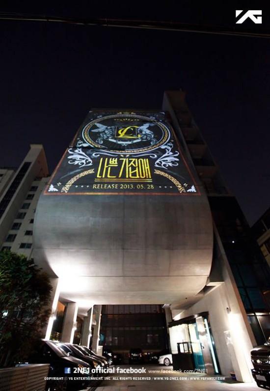"YG Entertainment โปรโมท ""The Baddest Female"" ของ CL บนตึกของพวกเขา"