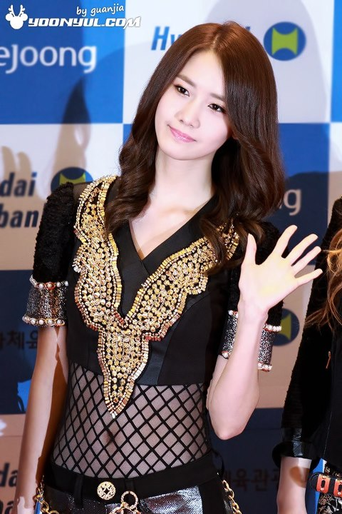 Yoona-waist-2