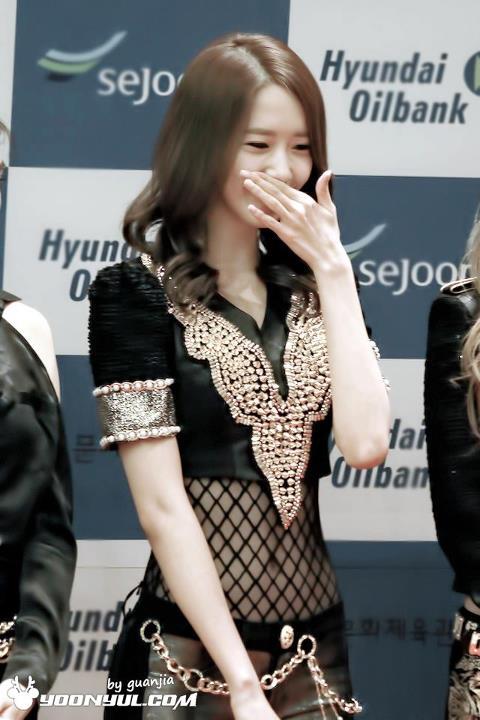 Yoona-waist-3
