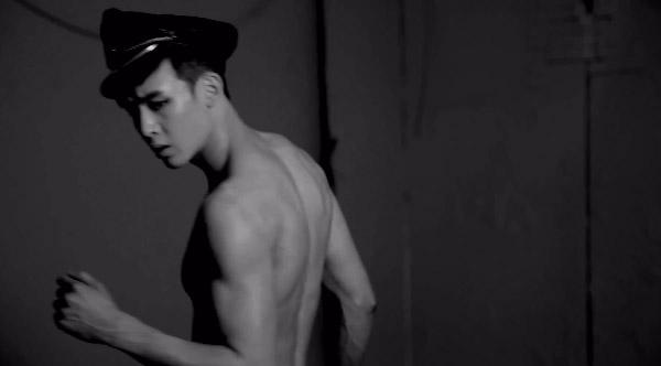 """2PM ปล่อยวิดีโอเบื้องหลังการถ่ายภาพแจ็คเก็ตสำหรับเพลง """"A.D.T.O.Y"""""""