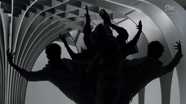 "EXO ปล่อย Music Video เพลง ""Wolf"" ทั้งเวอร์ชั่นเกาหลีและจีน"
