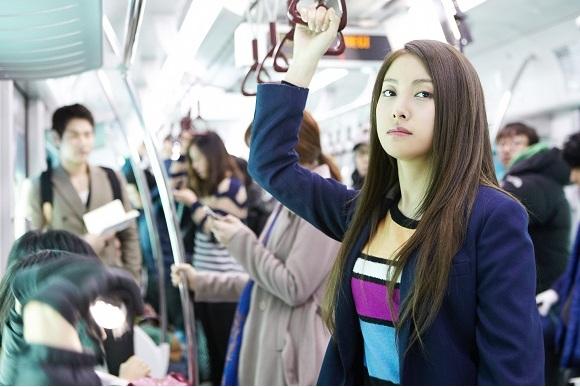กยูริ KARA เฉิดฉายขณะอยู่ในรถไฟฟ้าใต้ดินจากละครเรื่อง 'Nail Shop Paris'