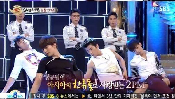 2PM vs Police-Dance Battle