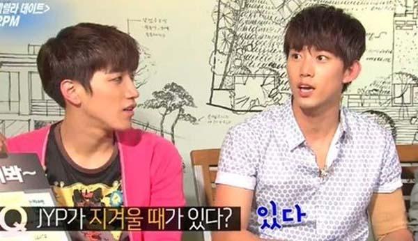 """2PM เผยว่าพวกเขารำคาญเสียงกระซิบคำว่า """"JYP"""" ?"""