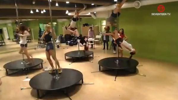 "After School ปล่อยวิดีโอซ้อมเต้นเพิ่มเติม 3 คลิปสำหรับเพลง ""First Love"""