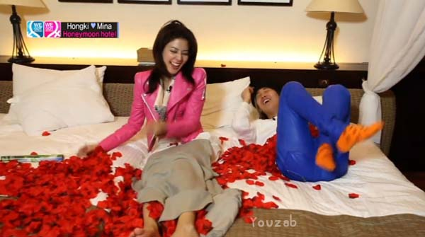 Hongki-Mina-Bed Scene-7
