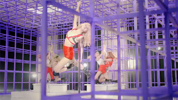 "After School โชว์การเต้น ""Pole Dance"" สุดอลังการใน MV ทีเซอร์สำหรับเพลง ""First Love"""