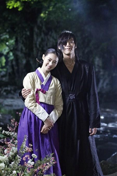 """อียอนฮีปรากฏตัวพบกับชเวจินฮยอกอีกครั้งในละคร """"Gu Family Book"""""""