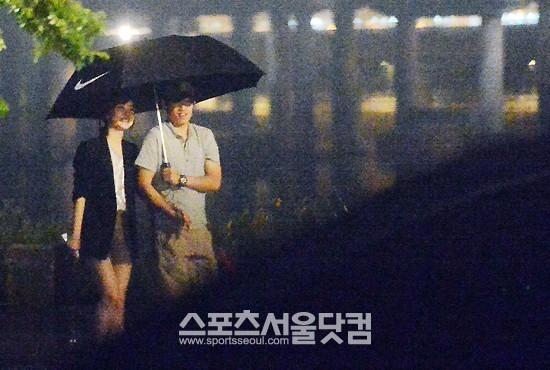 นักฟุตบอลปาร์คจีซองถูกพบขณะเดทกับผู้ประกาศข่าวสาวคิมมินจี