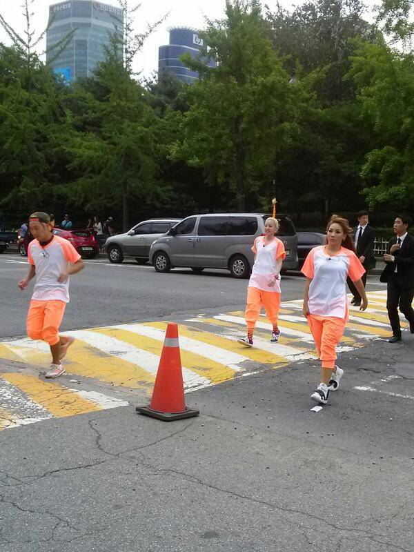 ว้าว!!เผยภาพ 2NE1 ขณะเข้าร่วมถ่ายทำรายการ Running Man!