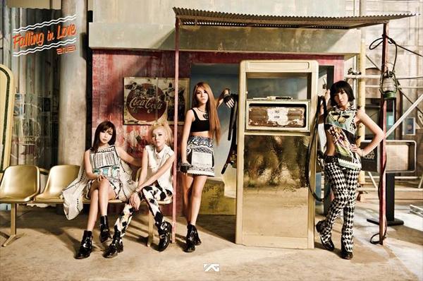 """2NE1 ปล่อยภาพทีเซอร์สำหรับการคัมแบ็คของพวกเธอด้วย """"Falling In Love"""""""