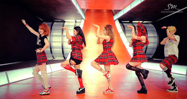 "[Live]f(x) คัมแบ็คบนเวที M!Countdown ด้วยเพลง ""Rum Pum Pum Pum"""