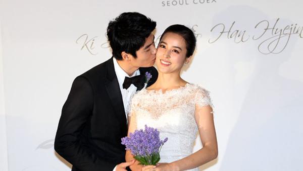 ฮันฮเยจินปิดมินิโฮมเพจของเธอหลังจากที่มีความเห็นเกลียดชังจากประเด็นถกเถียงของเฟสบุ๊คคิซองยง
