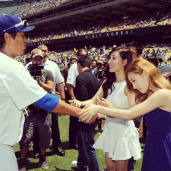 Sunny_1375051520_130728_tiffanytaeyeon_dodgerskoreaday_2