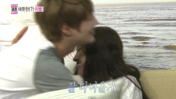 Taemin-Naeun-Hug-2