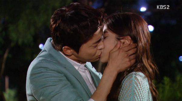 """ในที่สุดไอยูและโจจองซอกก็ได้มีจูบแรกแล้วในละคร """"You're the Best Lee Soon Shin"""""""