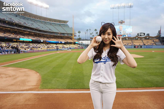 snsd-tiffany-dodgers-1
