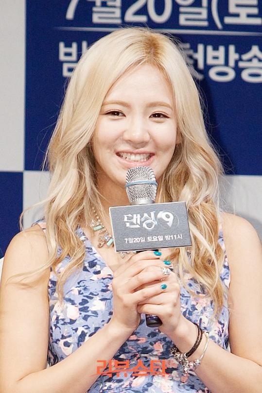 snsd yuri hyoyeon dancing 9 presscon-1