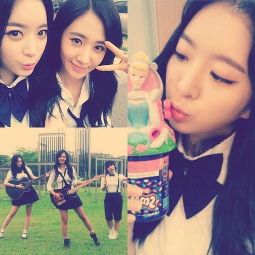ยูริ Girls Generation ถ่ายภาพคู่กับอายอง Dal Shabet อย่างสนิทสนม