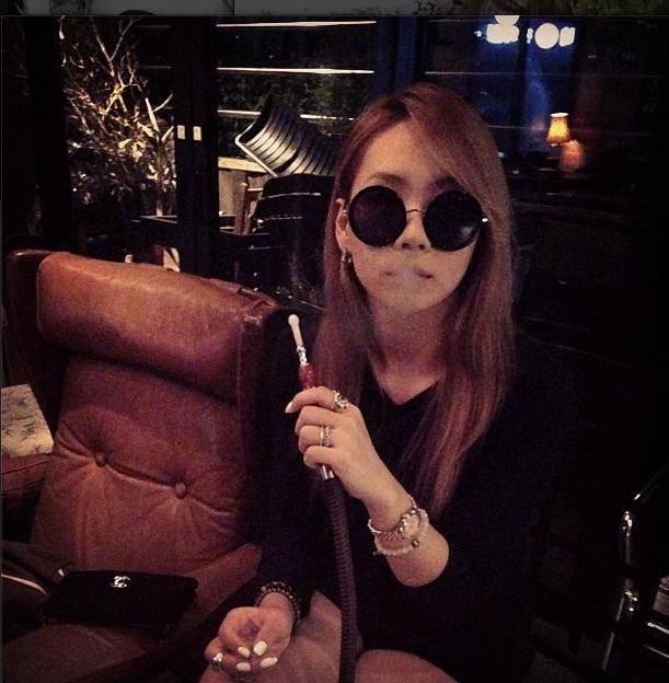 ภาพกำลังสูบบารากู่ของ CL กลายเป็นประเด็นถกเถียงกันอย่างมากในตอนนี้