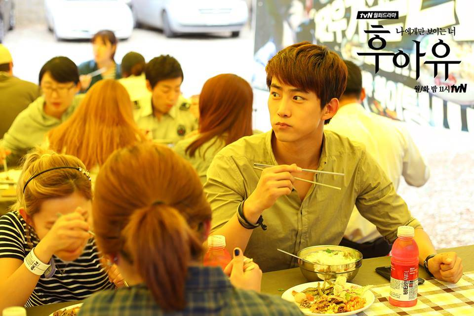 """แฟนคลับของแทคยอนนำอาหารมาเลี้ยงนักแสดงและทีมงานละคร """"Who Are You"""""""