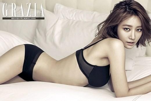 """โกจุนฮีปล่อยภาพเพิ่มเติมจากการถ่ายแฟชั่นชุดชั้นในสุดเซ็กซี่จาก """"Grazia"""""""